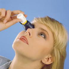 Augentropfen-Anwendungshilfe-2